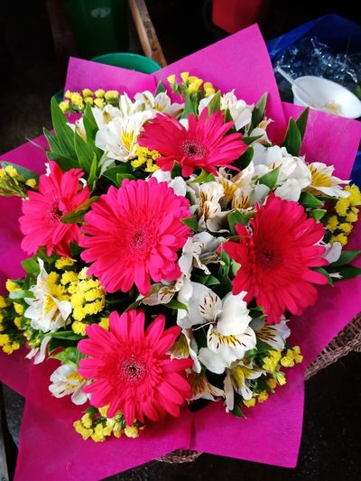 🌸🌸🌸 Eyeem Philippines Flowers Beauty Flower Petal Freshness Variation Multi Colored Flower Head Close-up Bouquet No People Fragility Gift Indoors  Day High Angle View