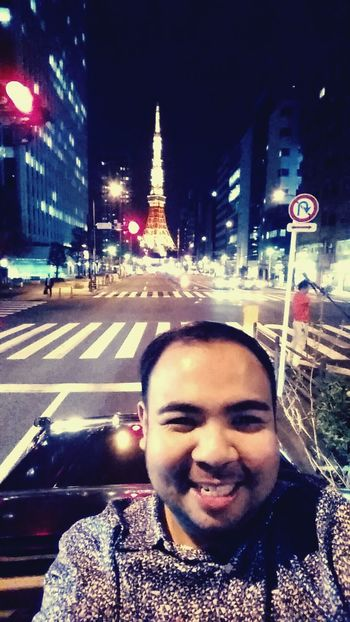 Buwis-buhay selfie. Going up the SUV's sunroof for this photo. Hahaha!!! Tokyotower Japan
