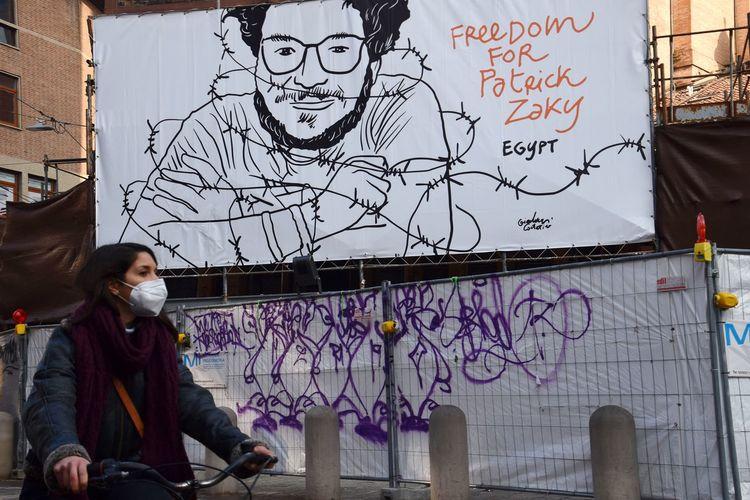 Portrait of woman against graffiti wall