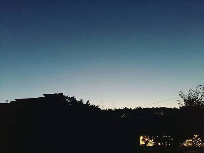 새벽하늘 새벽6시 별하나콕 반짝반짝 춥다추워 겨울날씨 밤샘 집가는길 . . 새벽하늘쳐다본게 얼마만이야..⭐ 춥지만 추운만큼 예뻐예뻐❤