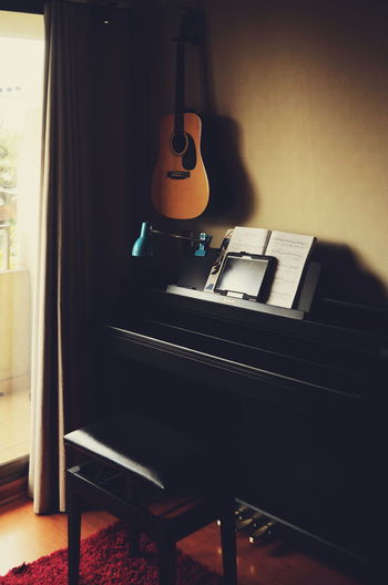 Music Musical Instrument Indoors  Arts Culture And Entertainment Home Interior No People Technology Day Close-up Studio Studio Shot Study Studyspace