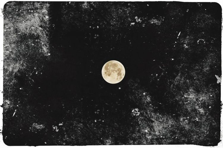 Special Effects Moon Surface Moonphotography Sky Canon Tranquil Scene HongKong Night Astronomy Exploration Low Angle View Dreamlike Chinese Mid-Autumn Festival Space Bestmoment Relaxing Hope For The Best♡