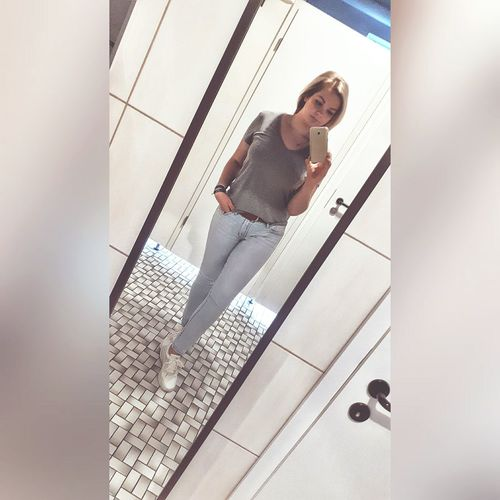 Mirror selfie 😉😀 Looking At Camera EyeEm Gallery Light Hello World Taking Photos Focus On Foreground Eye4photography  Myself EyeEm Eyemphotos Restaurant Selfie ✌ Mirrorselfie Ootd POTD Young Women ThatsMe Blond Hair Blonde Girl Young Adult Enjoying Life Overlighting Jeans Women