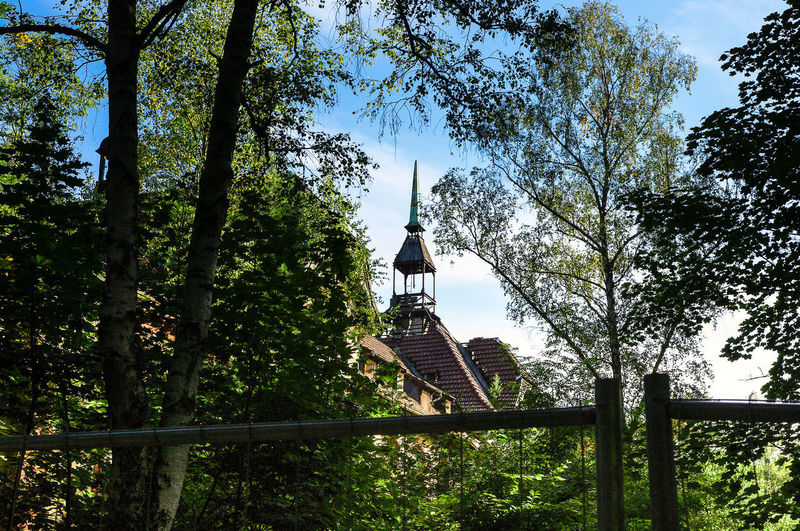Beelitz Heilstetten Beelitz Heilstätten History History Through The Lens  Old Old Buildings Architecture Green Color Blue Sky Discovery Ruined Ruins House No People Outdoors Built Structure Tree Nature Day Historical Building Pentax Lost in the Landscape