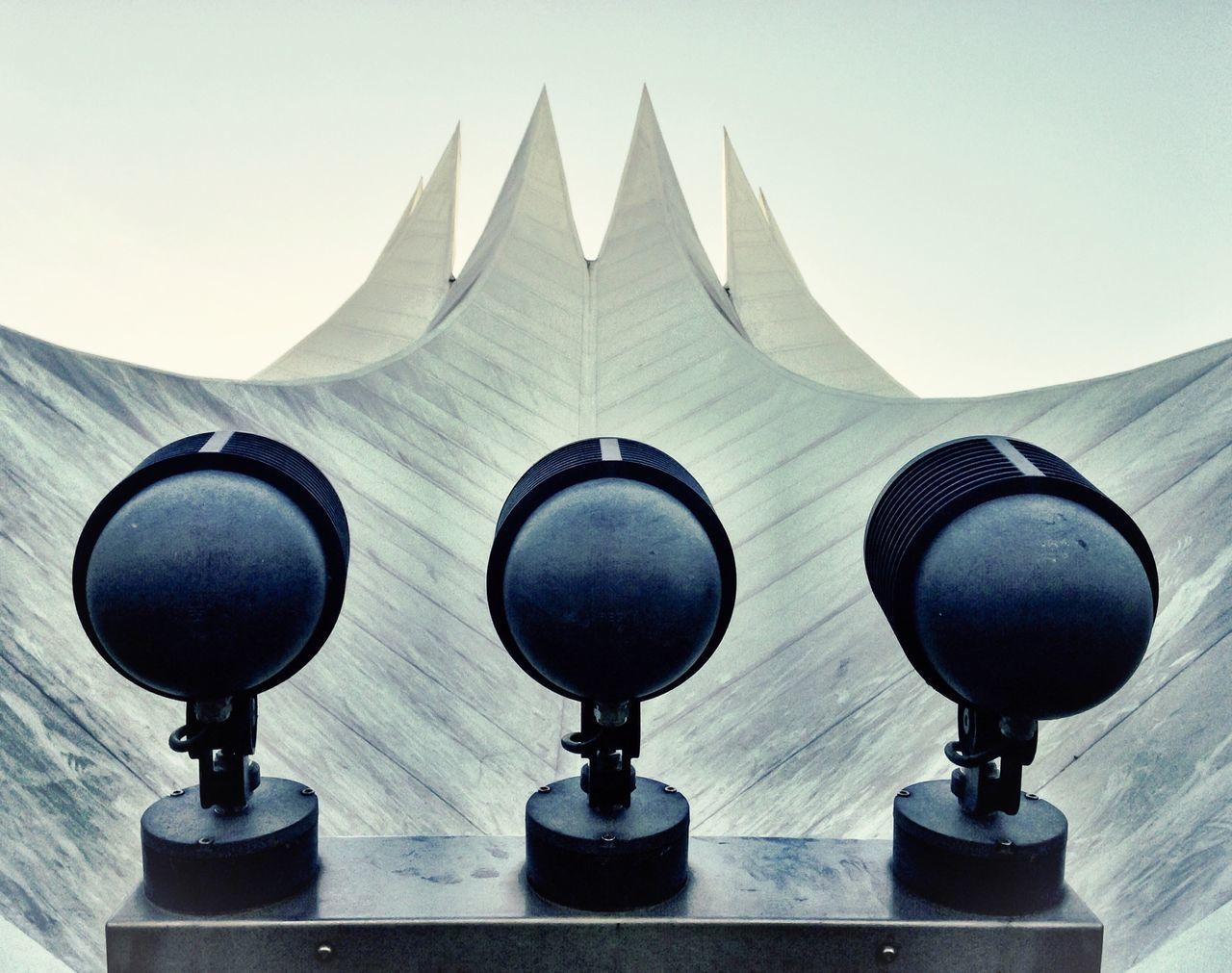 Reflectors on geometric building