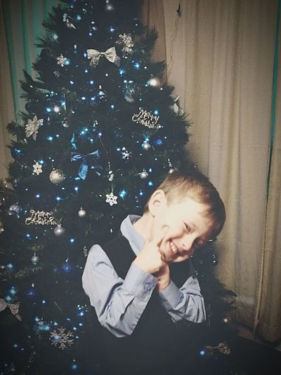 This boy is a ham for the camera. More to come. Christmas Child Smiling Adorablekids Ladykiller Get It From My Dad First Eyeem Photo