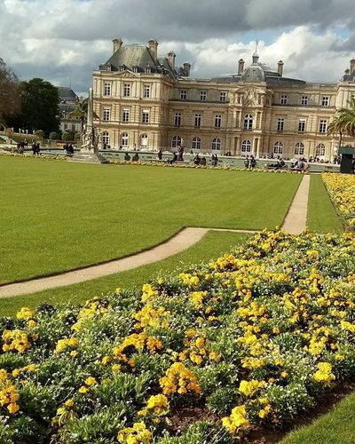 C'est tres agreable👼🌷🌷🌷 LibraryCard Zola Finally Relaxing Sorbonne Jardinduluxembourg Quartierlatin Odeon Luxembourg PortRoyal Bibliothque Saintegeneve Printemps Paris