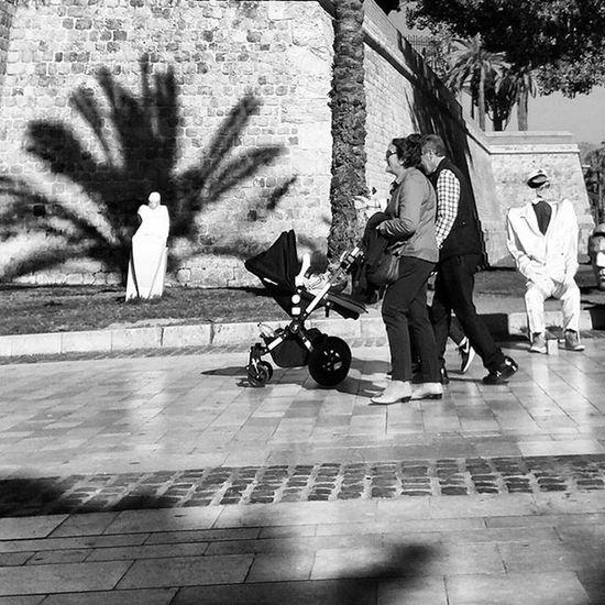 Statue Sculpture Passersby Streetperformer Cartagena Murcia SPAIN España Streetphotography Blackandwhitephotography Blackandwhite Bnw Bnw_maniac Bnwlovers Monochrome Bnw_lover Bnw_lovers Street Photography Blackandwhite_streetphotography