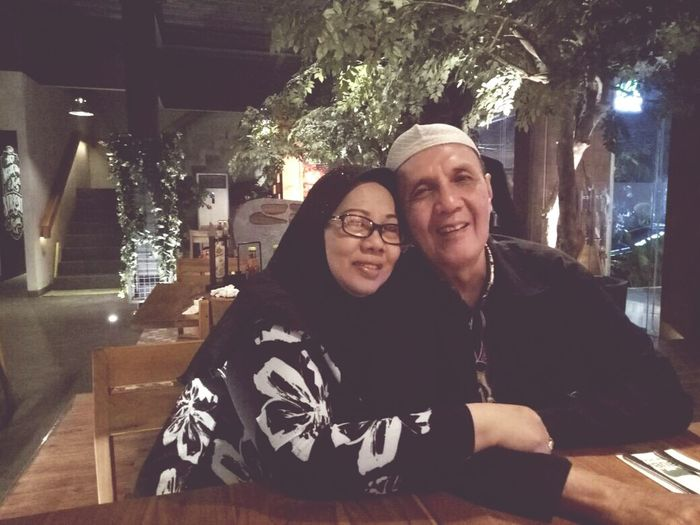 Their happiness will always be my priority... Night Togetherness Real People Mature Couple Smiling People Happiness ♡ Parents ❤❤❤