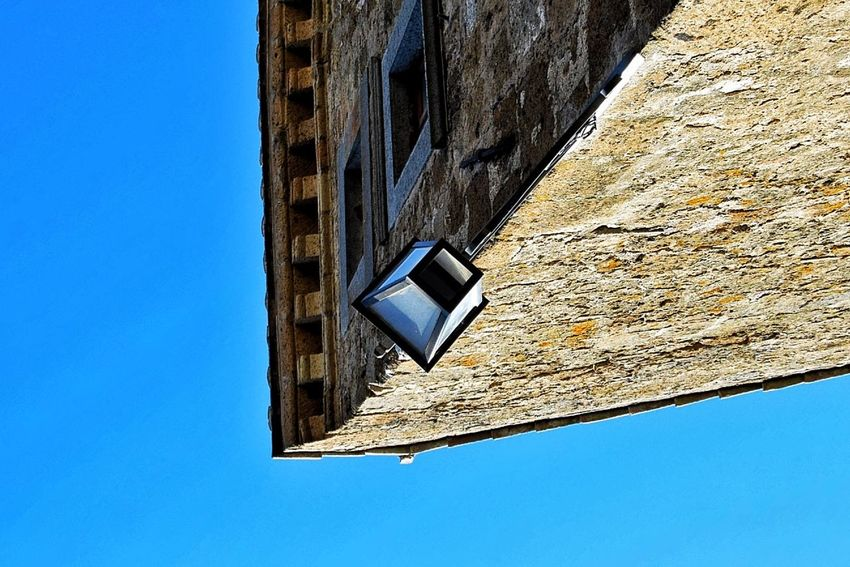 Tutto sottosopra Old Buildings Urban Geometry Urban Exploration Light And Shadow Sky Eye4photography  EyeEm Masterclass The Street Photographer - 2015 EyeEm Awards Details Check This Out