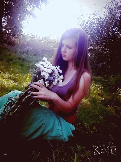 милашка красивая девушка Уставшая влюбленная смешная Лето2015 идеи для фото воспоминания  красивая хочуспать приятно летоооо😘💕 отдых люблю цветы Ромашки ромашка