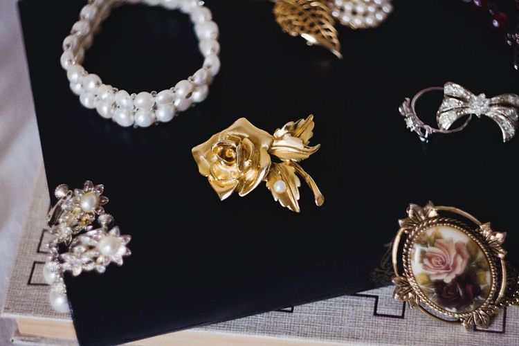 Jewelry Girly Girly Things Old Things Pretty Things Style Fashion Bijoux Vintage Jewelry Vintage Stuff Vintage Style Vintage Fashion Vintage Things Books Still Life Stillife Flowers Eye4photography  EyeEm Best Shots EyeEm Gallery Pearls Golden Gold 43 Golden Moments