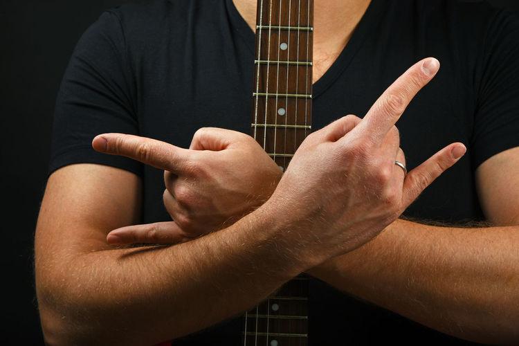 Horns up! Rock'N'Roll will never die! Devil Fingers Forever Gesture Gibson Guitar Guitarist Hands Hard Heavy Horns Learn & Shoot: Balancing Elements Man Metal Music Neck Rock Rock'n'Roll Rocker Rocknroll Sg Show Sign Two Is Better Than One