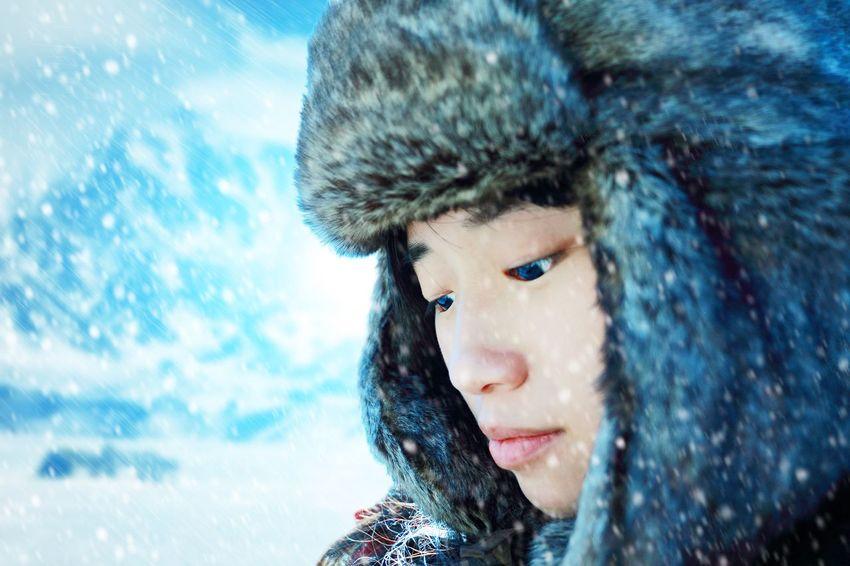 风雪里 Cold Wind Winter Snow Girl Taking Photos Portrait Photography Blue Ice