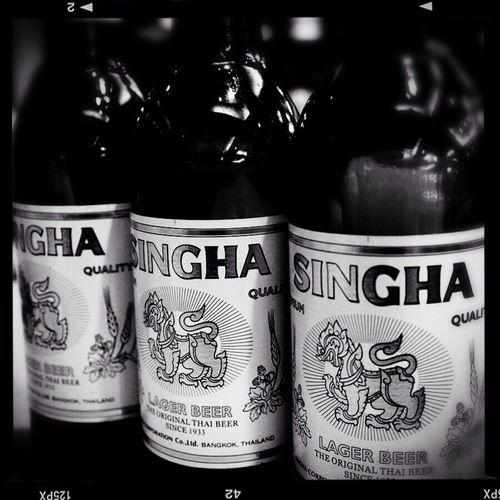 飲んで酔うべし日 Beer Bangkok Thaibeer Blackandwhite
