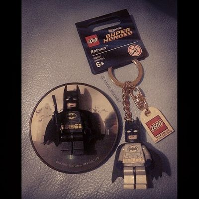 Found a LEGO shop in Glasgow and I couldn't just walk past. Went in and got these lil guys. LEGO Batman magnet and key chain :D Batman Batmanfamily FamilyOfBats Geek GeekandProud Gamer GamersAreTheBestLovers LEGO DC Dcuniverse Arkham ArkhamCity Arkhamorigins Arkhamasylum Gotham Gothamcity Magnet Keychain