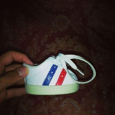 The size of my cousins shoe... lol @dennisetamayo Funsize