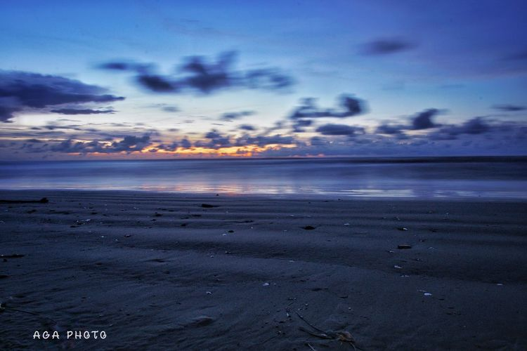 My late sunset @Luak Bay Esplanade, Miri.. Beach Cloud - Sky Sky Sand Sunset Nature Dramatic Sky Sony A6000 Sonyalpha Sony Miri, Malaysia EyeEm Vision
