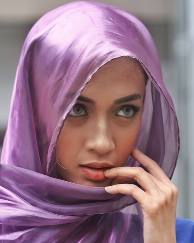 Portrait Headshot One Person Headscarf Hijab Looking At Camera The Portraitist - 2018 EyeEm Awards Women Real People Young Adult Clothing Purple Human Body Part Front View Lifestyles Beautiful Woman Young Women Human Face Hood - Clothing Veil Body Part