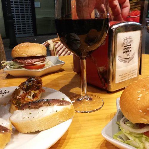 Excelente tertulia espanniola...Vino , Hamburguesa y tapas. 1€ 😱Leganés Madrid