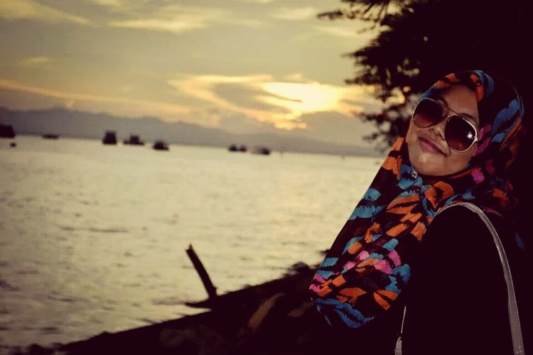not so bright not so dim thats why i love sunset time Enjoying The Sunset Malaysia Scenery Selfpotrait
