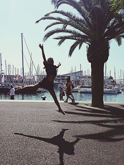 On my way to the beach with My sisters Dance Jump! And Be Crazy And Happy