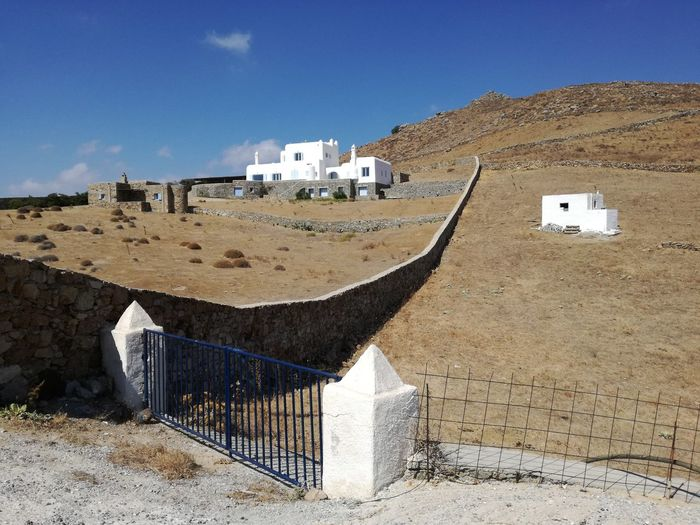 http://www.raconets.com/es/2016/11/escapada-lia-beach-2/ Raconets Sky Nature Day House Mountain Travel Greece Mykonos Island Beach Nature Mediterranean  Sea Road Outdoors Land No People Quiet Lovely Peace Architecture Building Exterior Building