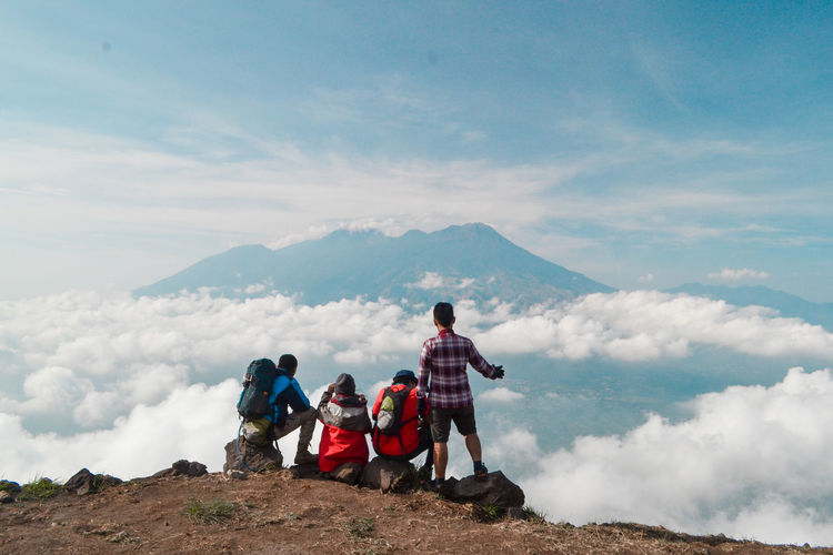 Mountain Group Of People Adventure Sky Nature Hiking People Full Length Leisure Activity Scenics - Nature Cloud - Sky Travel Travel Destinations Landscape Adult Togetherness Men Beauty In Nature Women Holiday