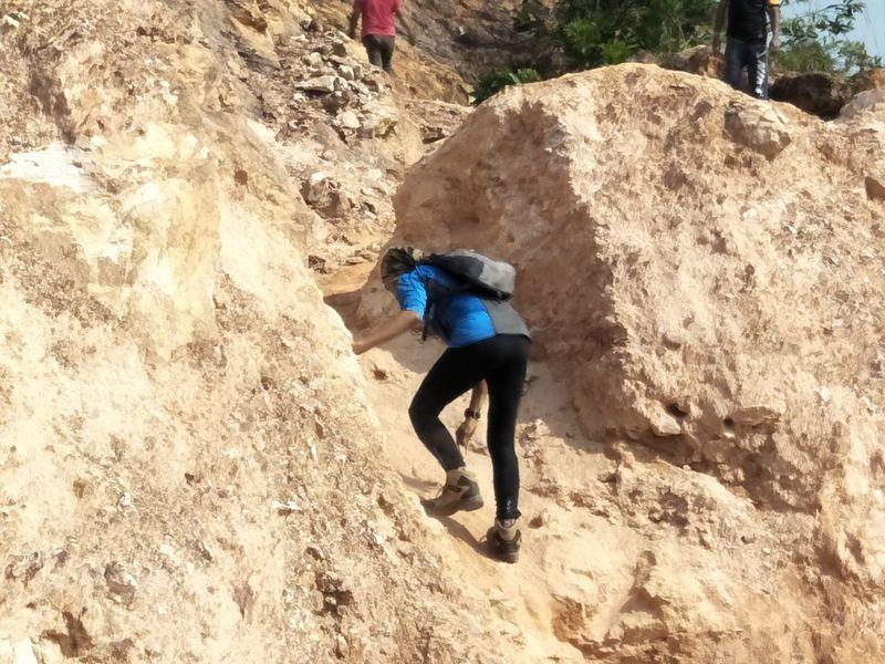 Climbing Climb Climbing A Mountain Climber Hiking Hikingadventures Hiking Trail Hiking Adventures Hiking❤ Hiking_walking Hikingphotography Hiking With My Dog Hiking Photography Hiking Through A Beautiful Forest Hiking Mountains Hikinglife Free Climbing Mountain Climbing Climbing Equipment Climbing Rope Safety Harness