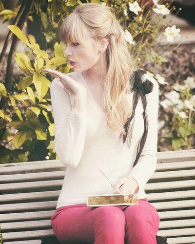Taylor Swift My Idol Kiss Flowers