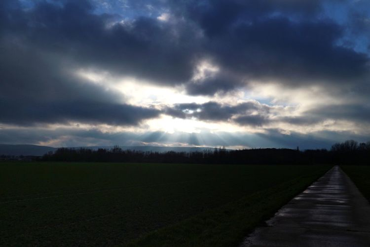 Alles passiert, wie es passieren muss Nature Scenics Landscape Tranquil Scene Beauty In Nature Sky Tranquility Cloud - Sky Day Field Outdoors No People Storm Cloud