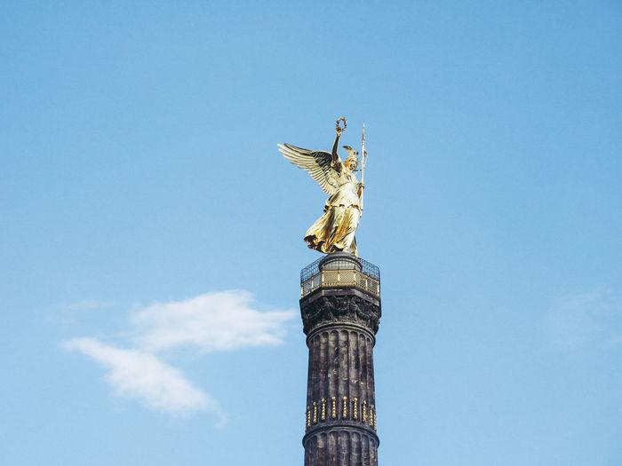 Die Siegessäule auf dem Großen Stern inmitten des Großen Tiergartens in Berlin Berlin German Siegessäule  Tiergarten Angel Sky Victory Column Victory Column Berlin