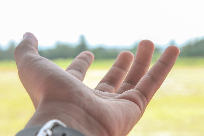 Close-up Day Fingers Focus On Foreground Gesturing Hand Human Body Part Human Finger Human Hand Men Nature One Person Outdoors People Real People Sky