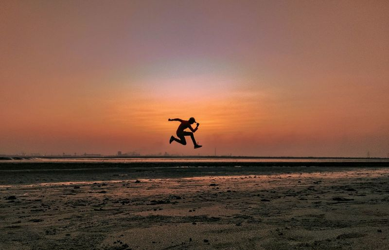JUST DO IT!! Architecture Mosque Details Shotonphone Amazing Shine Beautiful Beauty Light Great Jump Photography Photography Jump Sunset Colors Shot On Mi A1 Silhouette Moody Vibes person