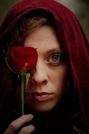 Ros Eyes Rosé Red One Person Flower Close-up Beautiful Woman Headshot Human Face Real People Young Women Lifestyles Human Body Part Young Adult Women Portrait Fragility Human Hand Adult Outdoors Day People