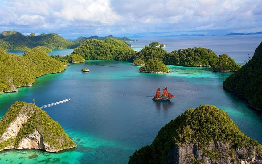 This is INDONESIA..Raja Ampat❤️ Love INDONESIA Rajaampat Papua Check This Out Traveling Travel Holiday Hanging Out EyeEm Best Shots Eye4photography  First Eyeem Photo EyeEm Nature Lover EyeEm EyeEmBestPics EyeEm Gallery Eyemphotography EyeEm Flower EyeEm Indonesia Love ♥ Like Nice Hello World