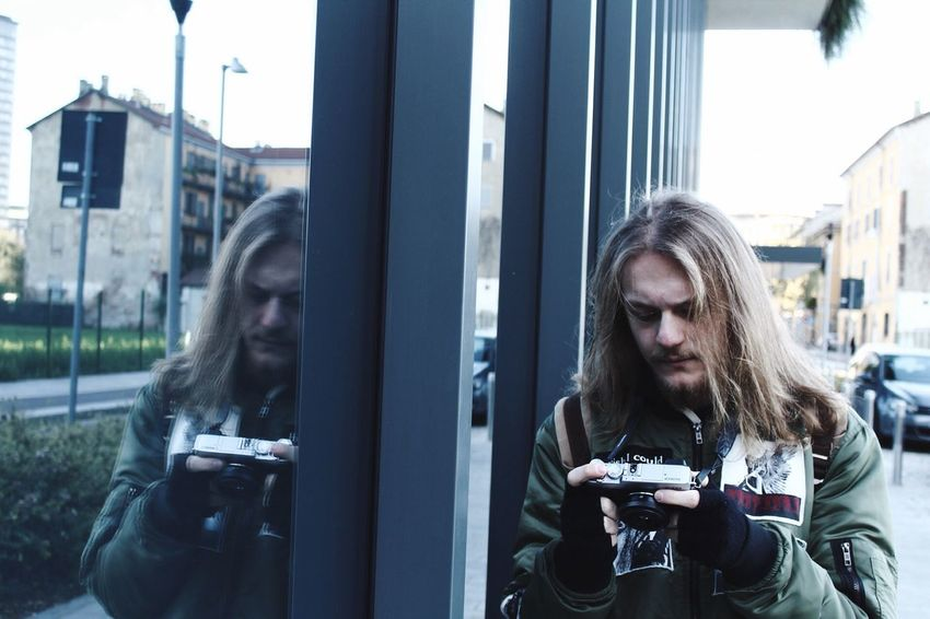 Reflections Streetphotography Milan Outdoors Long Hair Real People City Architecture Friend Reflection