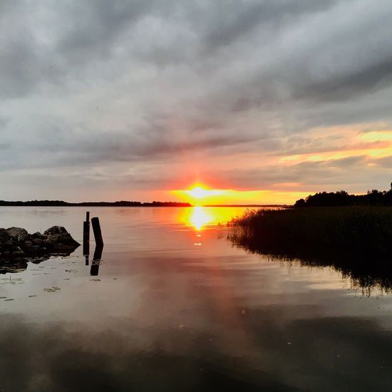 My view https://youtu.be/Mc2-YM9Bhu4 Inas Sunset Sky Sunset Water Cloud - Sky Beauty In Nature Scenics - Nature Reflection Tranquil Scene Tranquility Orange Color
