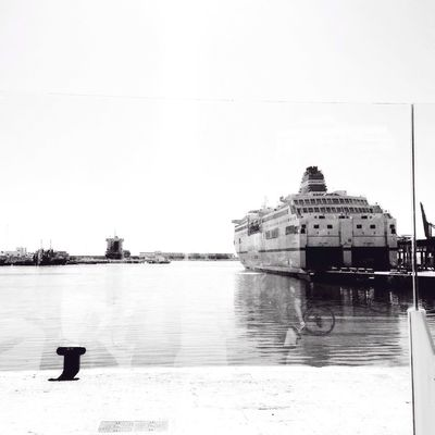 Nos vamos? Malaga Movilgrafias Bw_collection Blackandwhite Streetphoto_bw Black And White Sea Boats