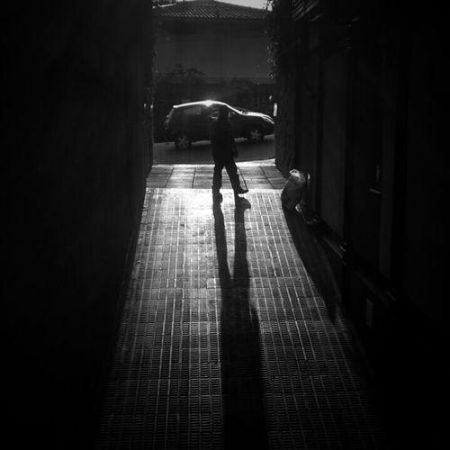 Streetphotography EyeEmBrasil Mobliephotography Blackandwhite Monochrome Streetphoto_bw Monoart Monochrome_life Darkness And Light