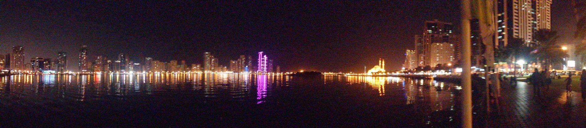 الشارقة بانورما من كورنيش بحيرة خالد منظر ليلي Hz339 A View From Sharjah Panorama Streamzoofamily