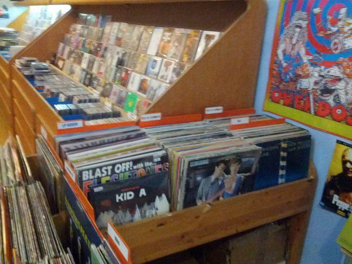 Sono in un negozio di dischi