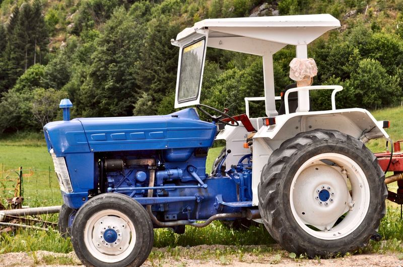 Traktor Oldtimer Traktor Oldtimer Traktoren Agricultural Equipment Agricultural Machinery Blue Commercial Land Vehicle Day Field Golf Cart Land Land Vehicle Mode Of Transportation Nature Old Traktor Outdoors Pick-up Truck Plant Side View Tire Tractor Traktor Transportation Tree Wheel The Traveler - 2018 EyeEm Awards