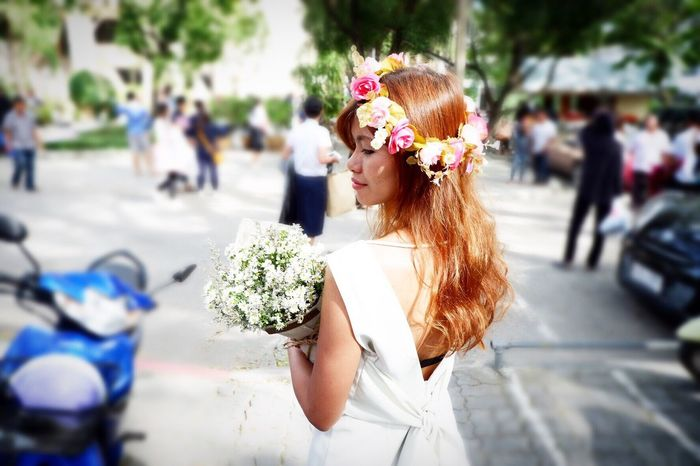 MyDay Flower Bouquet Celebration Focus On Foreground Life Events Day Women Bride Wedding Wedding Dress Real People Outdoors Looking At Camera Photo Foto Portrait Wreath Celebration Event Flower Arrangement Freshness Close-up One Person Young Adult Adult