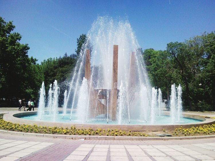 Fountain Water Element Capture The Moment Discover Your City Urban Landscape Urban Exploration Modernart Clear Sky Thessaloniki Greece Hellas