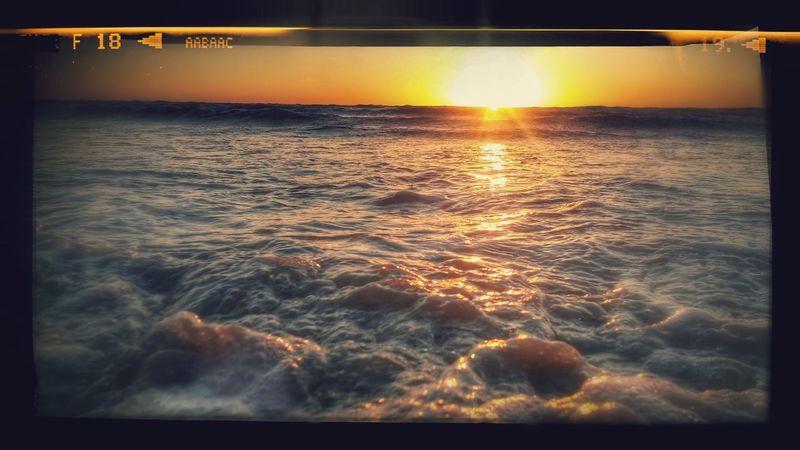 Paisaje Natural Sky_collection Summer Memories... Beach Photography Sunset Puestadesol Playadecadiz The Week Of Eyeem Orilla Del Mar
