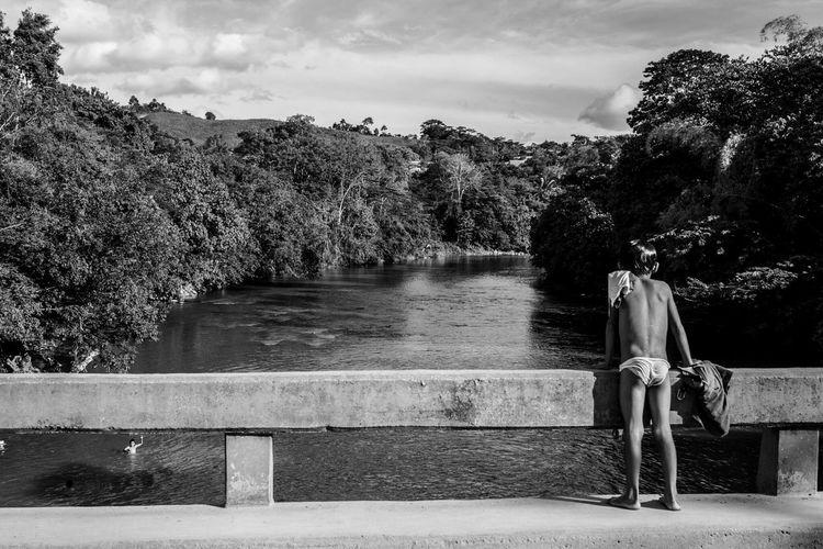 Children in the river bridge / el niño en el puente de río. Children Children Photography In The River Bridge Black And White Tarapoto San Jose De Sisa Peru Peruano Selva