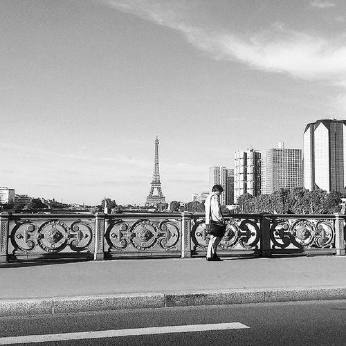 Man Walking... Paris Parisjetaime Iloveparis Toureiffel eiffeltower igers igersparis parisblogger blogueusemode instaday instaparis cityoflight blackandwhite instafollow thursdate thursdayfunday paris15 beaugrenelle