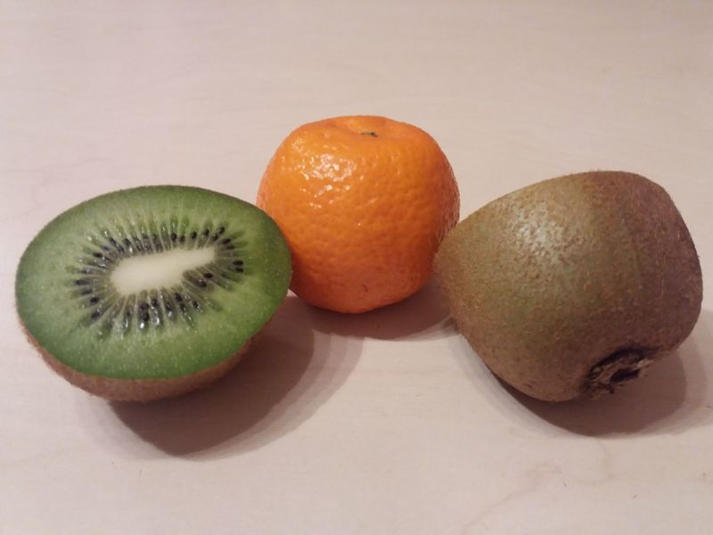 Fruits Homephoto  Kiwifruit Mandarin Orange Color Green Color Freshfruits