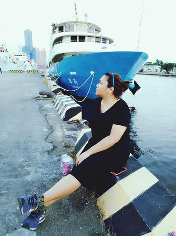 Relaxing Hello World Chillin' Chubby Legs 2017newphotos ThatsMe 2017 Eyeem Awards Kaohsiung, Taiwan Blue Sky Outdoors All Blacks OpenEdit With My Love ❤ Sunday Afteroon Boats⛵️ New Balance ❤ Sea 駁二藝術特區 85building